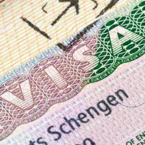 Qui s'occupe des visa ?
